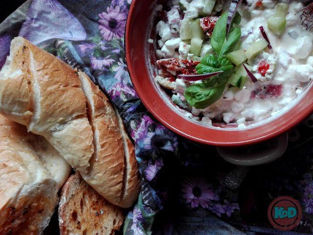 Kuchnia od dwojga: Serek wiejski z grzankami czosnkowymi