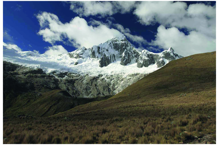 Amano yarns. Inspiration in the Andes. Highest mountains. Pachamama. Apu yarn. Raw white. Pattern book Vol. 2. Made in Peru.