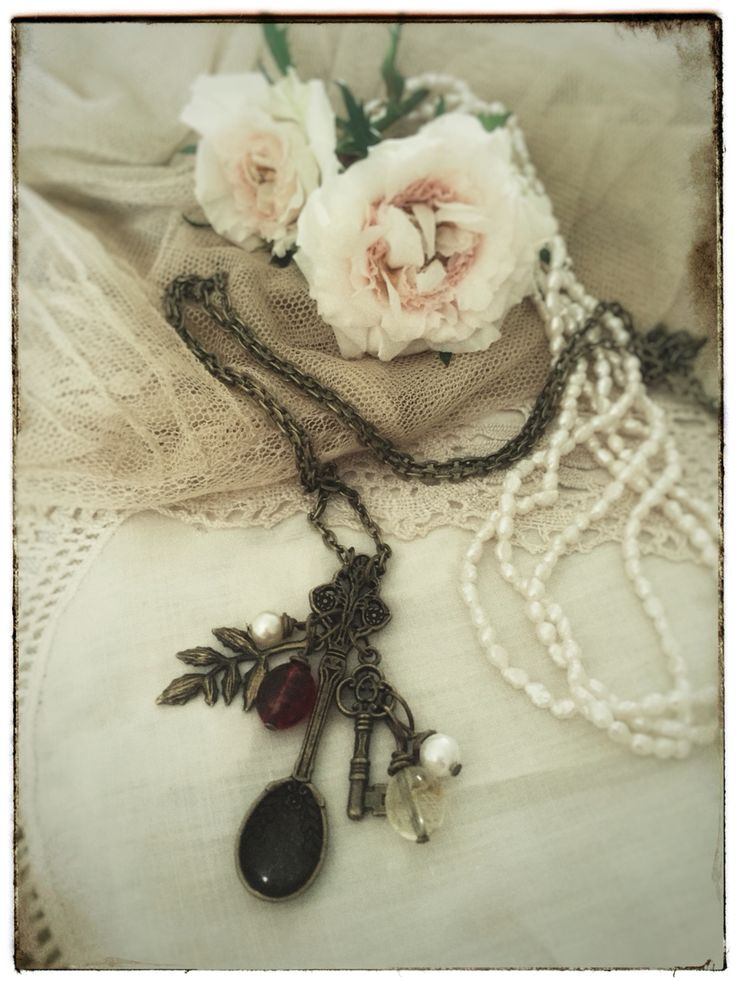 Vintage style jewelry, hand made spoon necklace. Antique bronze fairy tale jewelry on www.varalusikka.fi