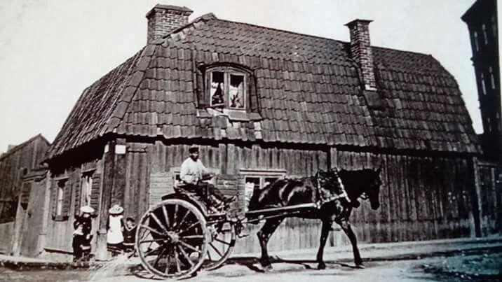 Hörnet av Västgötagatan 9A och Åsögatan 16 (kvarteret Gamen) bilden tagen 1880. Fotograf Oscar Heimer.