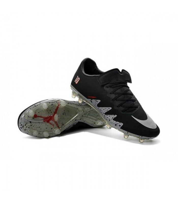 Acheter Nouveau Hommes Chaussures Nike Hypervenom Phinish FG Neymar x Jordan Noir Blanc Argenté pas cher en ligne 91,00€ sur http://cramponsdefootdiscount.com