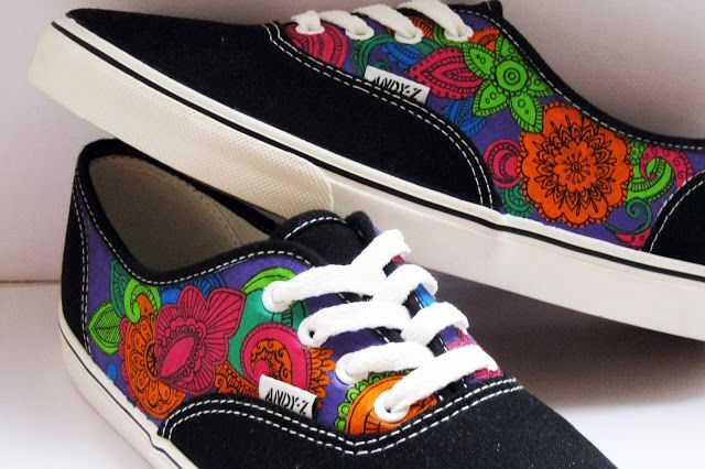Zapatillas personalizadas pintadas a mano http://nerelonetas.blogspot.com.es/