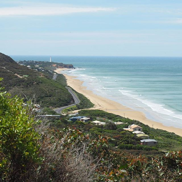 These spectacular views of the Great Ocean Road are part of the 180 degree view from above Moggs Creek and one of the most expansive views along the drive. Head to the picnic area to start the 4.8km circuit hike! | Follow @seesomethingnew for more Australian holiday ideas