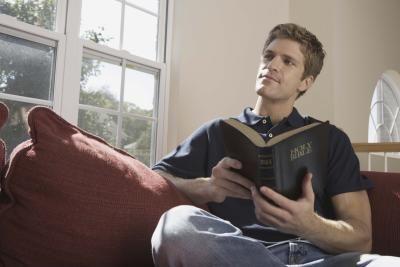 Cómo memorizar versículos de la Biblia rápidamente   eHow en Español