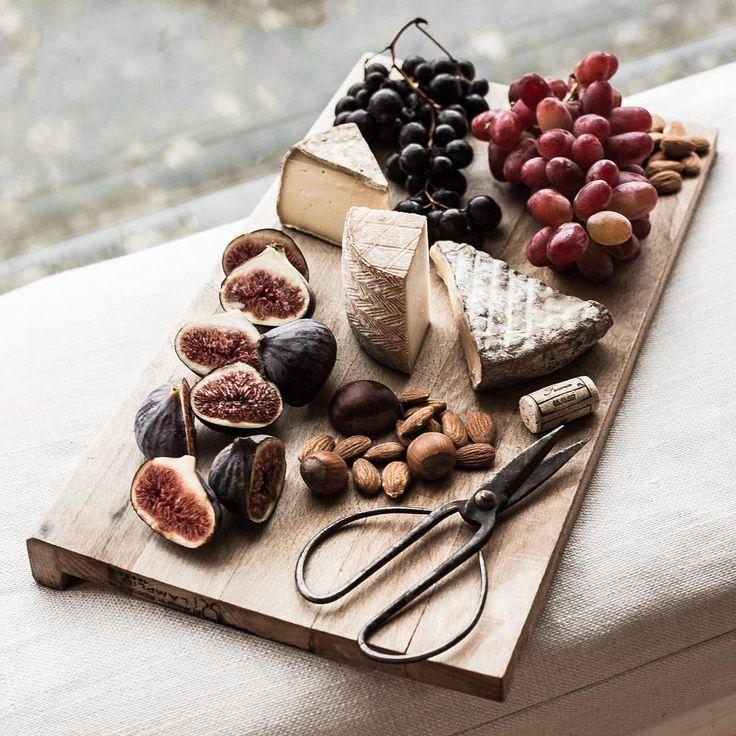 Charli Burrowes (@meohmygirl) в Instagram: «Parisian snacking 101 #treatyoself»