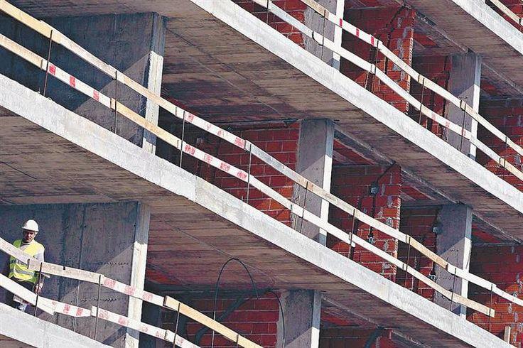 Um trabalhador português morreu e outro ficou gravemente ferido numa obra no Luxemburgo, na sequência da queda de uma placa de betão na obra de um centro comercial.