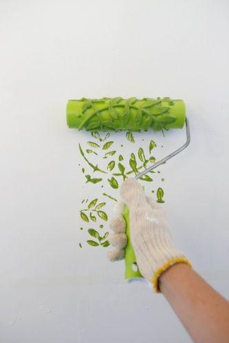 Para dar um ar retrô à decoração, você pode usar o rolo carimbo de borracha, que possibilita a criação de diversos efeitos. Clique na FOTO e veja o passo a passo