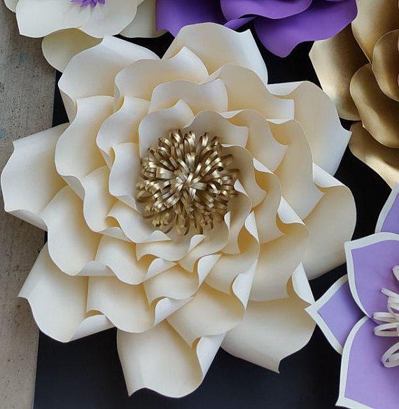 PDF papel flor DIY plantillas y las instrucciones.  ¿Quieres tu evento con hermosas flores de la gracia, pero estás en un presupuesto? No hay que preocuparse, puede crear flores de papel hermoso con esta plantilla de DIY.  Este listado incluye: -PDFTemplates para crear 5 diferentes tamaños de flores; más grande a más pequeño -Plantillas posteriores flor -Fotos paso a paso las instrucciones -Lista de herramientas y materiales -Consejos sobre cómo cortar pétalos económicamente -Consejos sobre…