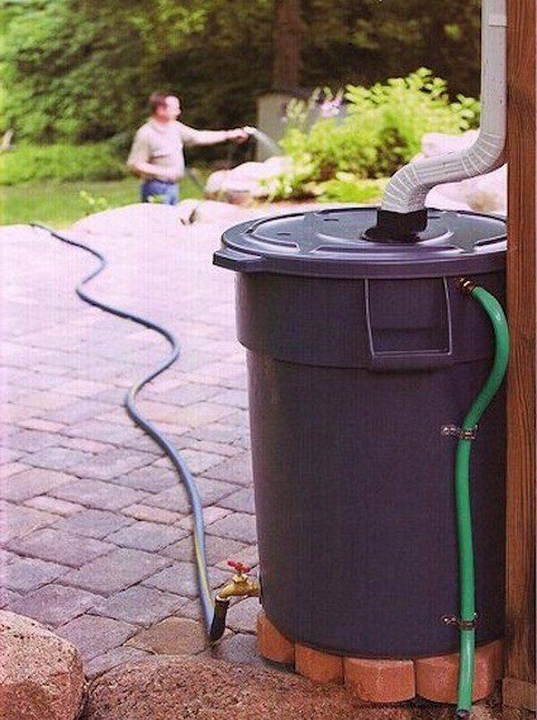 Haga su propio barril de lluvia para regar el jardín con fuera de la basura resistente Can
