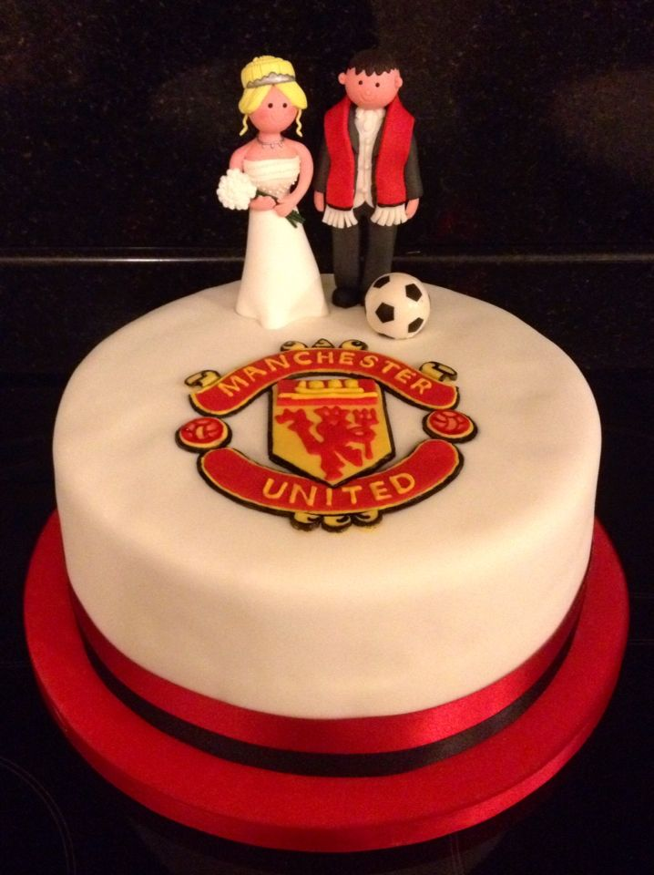 man utd wedding cake toppers 10 best images about manchester united wedding cake on 17112