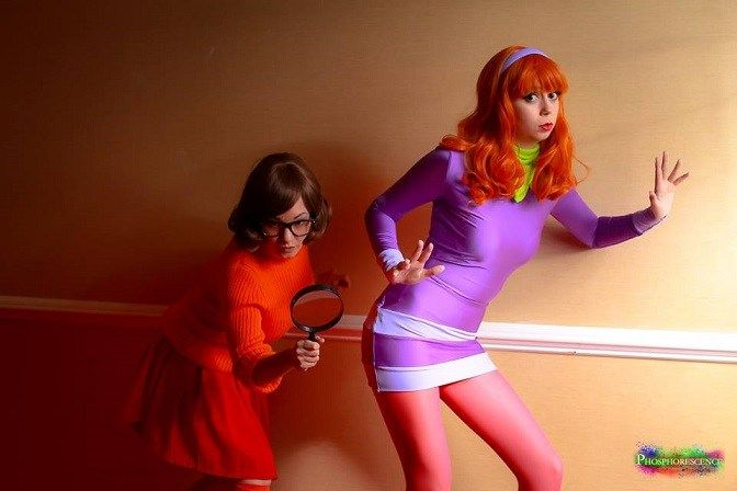 Are you another fan of the famous detective team? If Daphne and Velma are your favorites for this Halloween, here are a few ideas I found online to create your own costume.