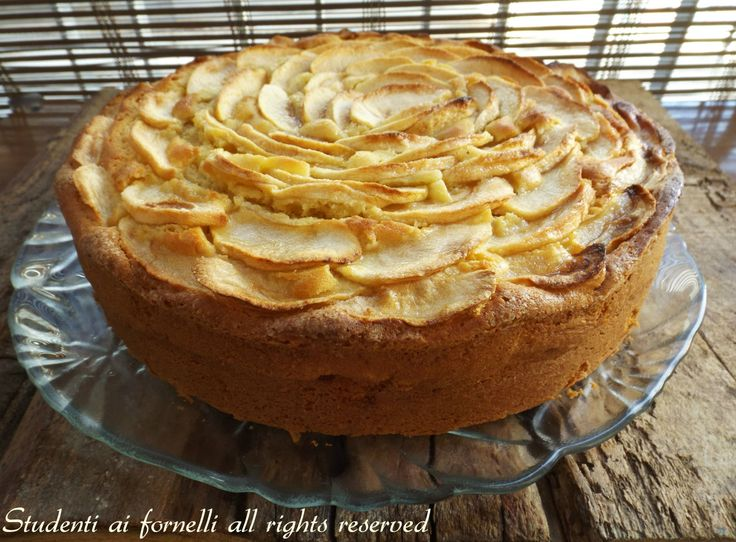 La torta di mele e mascarpone alla nordica è un dolce semplice perfetto per la colazione e la merenda, una variante golosa della classica torta di mele.