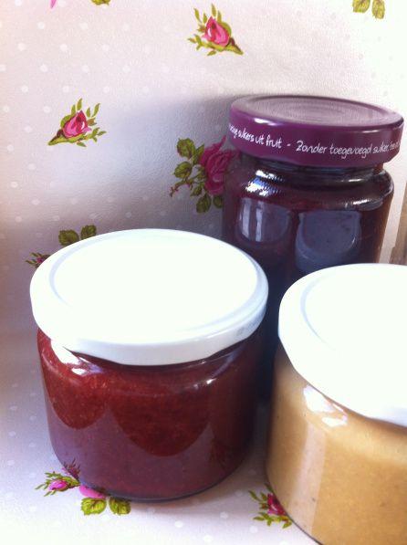 Zelf bananen jam maken suikervrij: 1 zakje Marmello 1 (of 1 zakje pectine*) 1 kg bananen 500 ml water 200 ml diksap naar keuze** 1 tl kaneel 2 tl citroensap