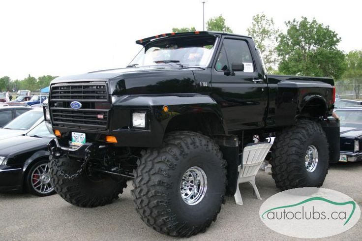 Ford F700 hood and fenders. That's one creative way to solve a tire coverage problem, and this one actually looks cleanly done.