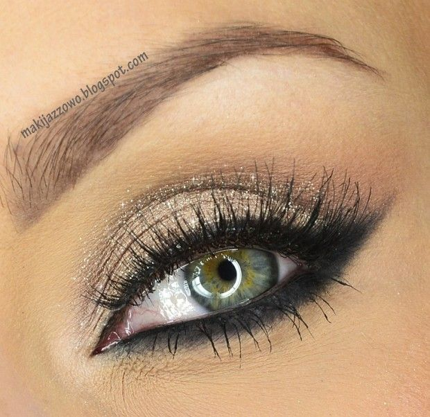 19 Glamorous Eye Makeup Looks and Tutorials for New Year's Eve {shown: Silver and Black Cat Eye}