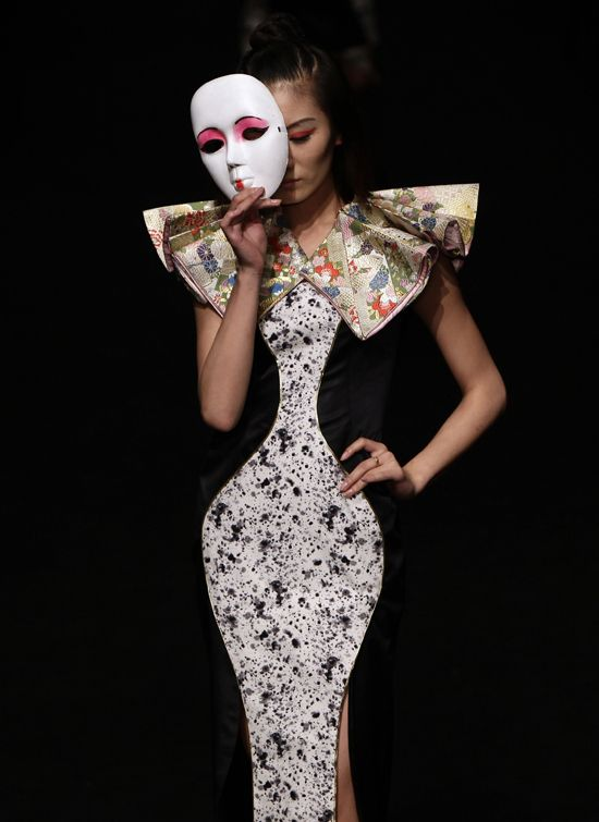 Community Post: 32 Fascinating Outfits From China Fashion Week