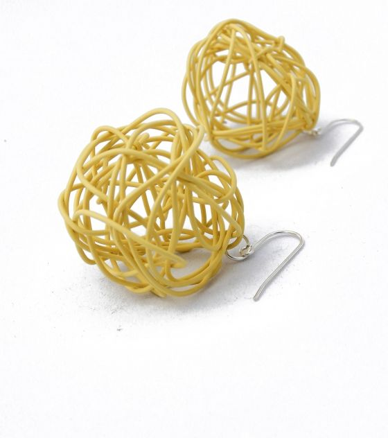 Show off your trendsetting style when you wear these nest wire earrings. Shop @ www.wave2africa.com