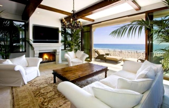 Designer jeans mogul Jeffrey Lubell has listed his Manhattan Beach, California home. Lubell founded True Religion Brand Jeans and currently acts as the chairman and CEO of the vintage western-style clothes company.: Interior Design, Beaches, Beach House, Living Rooms, Dream Homes, Beach Living, Manhattan Beach, Living Lounge Rooms