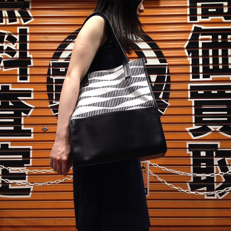 Cartolina da Tokyo. Il Made in Italy di Sara C. arriva in Giappone. Postcard from Tokyo.  Made in Italy by Sara C. has landed in Japan.  #theperfectbag #madeinItaly #cartolinadatokyo #postcardfromtokyo