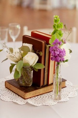 Check out this romantic idea to use vintage books alongside small bud vases!      http://www.oldtimepottery.com/