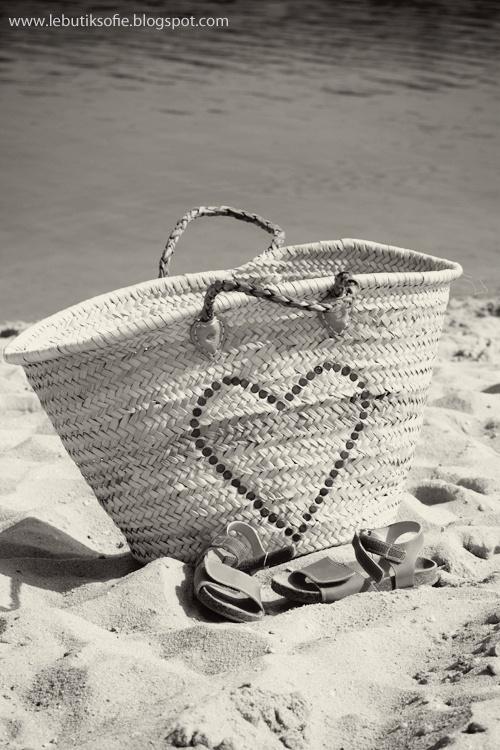 Beach bag with heart motif
