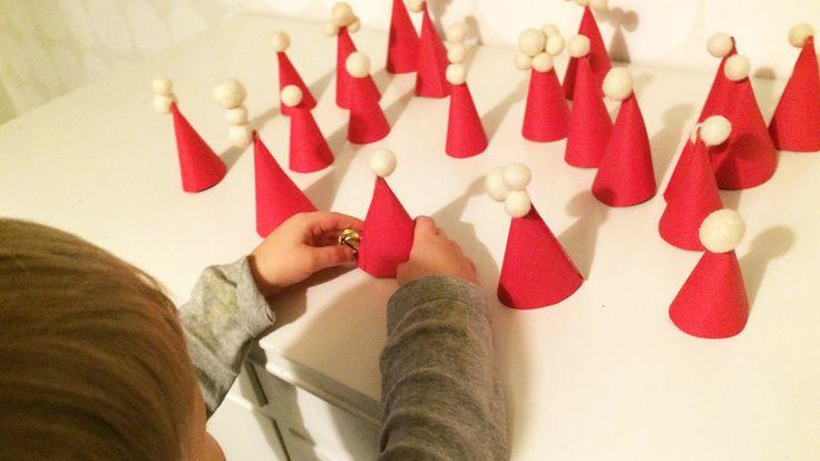 Tonttulakkipeli | lasten | lapset | askartelu | joulu | käsityöt | kädentaidot | huopa | peli | pelaaminen | leikki | koti | idea | tonttu | tontut | DIY ideas | kids | children | crafts | christmas | elf | home | games | play | Pikku Kakkonen