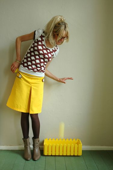 Yellow and brown in combination with a brown T-shirt. I want that skirt!