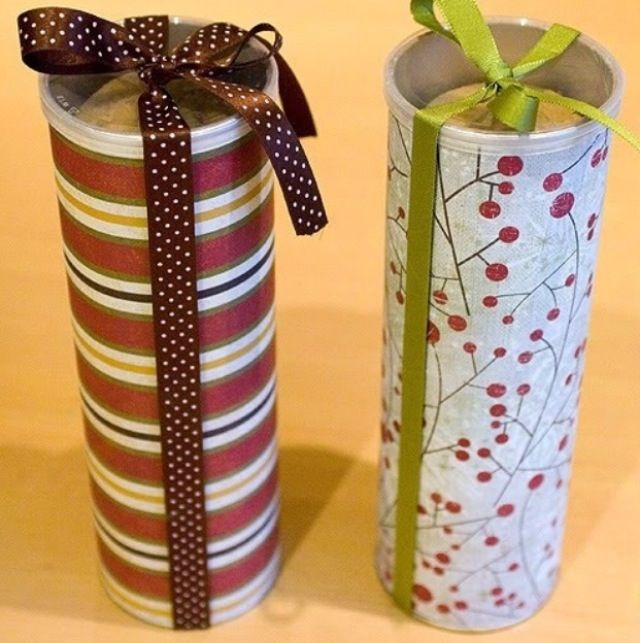 Wrap a pringles can to put cookies in it around the holidays! Or use as a gift. Gotta do this :) #christmas #cookies #diy