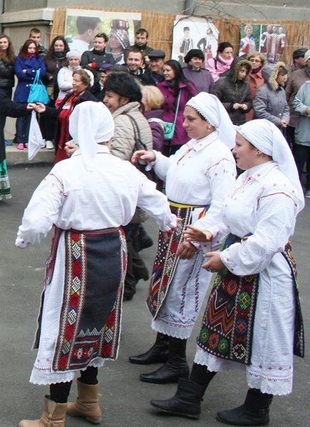 Comunitatea românească din Luncavița / Romanian community from Luncavița
