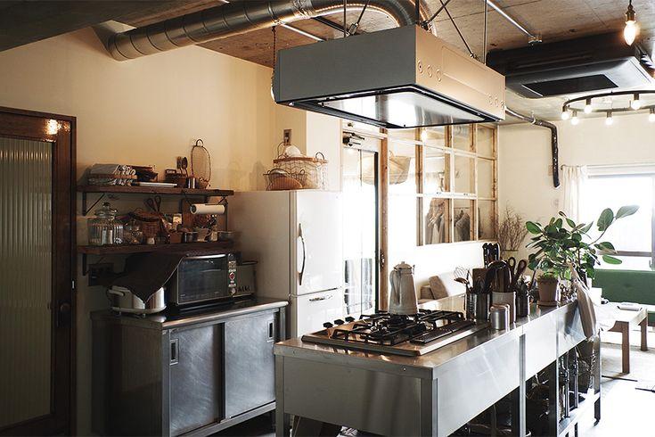 業務用キッチン。 収納は中古品を活用。  by EIGHT DESIGN