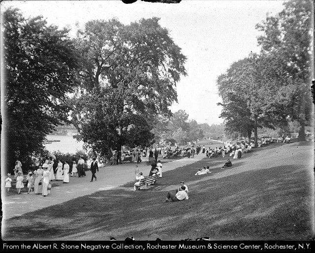 a crowd gathers near the mouth of red ceek in genesee valley park they have come to watch the great water carnival sta valley park local history dolores park red ceek in genesee valley park