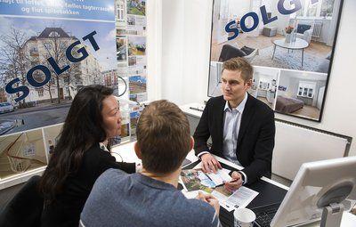 Spar når du sælger bolig: Forhandl' med ejendomsmægleren
