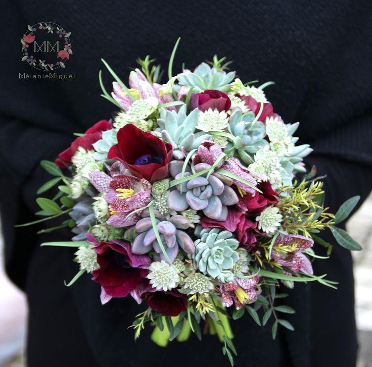 Bouquet de mariée, succulentes, anémones, bordeaux et vert céladon