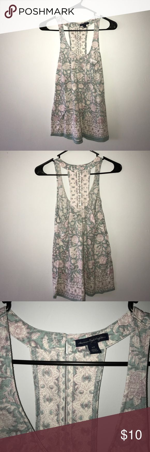 American eagle top Floral American eagle top size small American Eagle Outfitters Tops