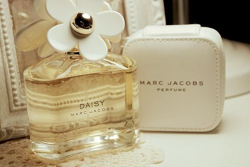 MakeupDramaticsFragrance, White Wood, Favorite Perfume, Marc Jacobs Daisies, Fashion Style, Wedding Ideas, Perfume Bottle, Marc Jacobs Daisy, People
