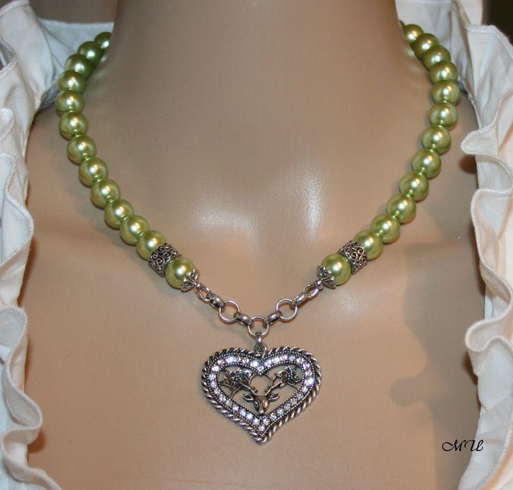 Perlen-Halskette mit Herz-Hirsch- Anhänger von Edelweiss51 auf Etsy