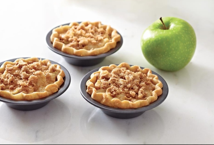 Mini Streusel Apple Pies.  This delicious Pampered Chef recipe is made in the Mini Pie Pans.  This would be great for a #bake #sale or an inexpensive gift.  Here's the recipe!