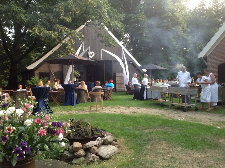 Bruiloft in 'landleven' stijl op het erf van Boerderij de Oude Linde.