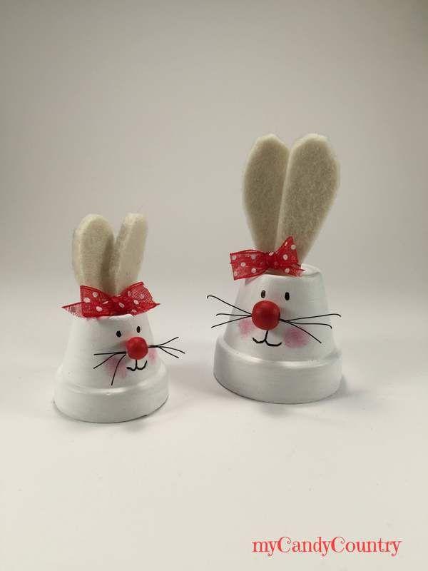 Coniglietti pasquali fai-da-te riciclando vasi in terracotta | | myCandyCountry un blog di creatività, idee creative fai da te e riciclo creativo. Tanti tutorial creativi su lavoretti creativi fai da te e hobby femminili creativi. Idee fai da te Natale, Idee fai da te Pasqua, Idee fai da te Halloween, | Il tempo vola e ci avviciniamo sempre più alla Pasqua! Quindi oggi coniglietti pasquali fai-da-te riciclando dei piccoli vasi in terracotta.Prendiamo