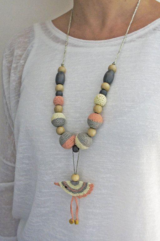 Como hacer un bonito collar de lactancia de crochet | Aprender manualidades es facilisimo.com