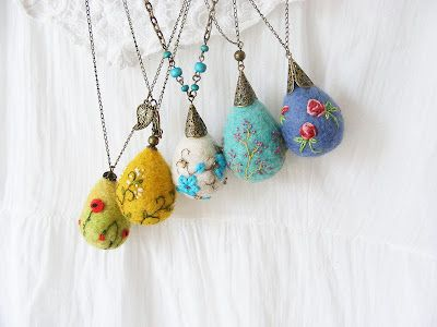 De Dimineaţă: lovely embroidered felt pendants by Diana Calin