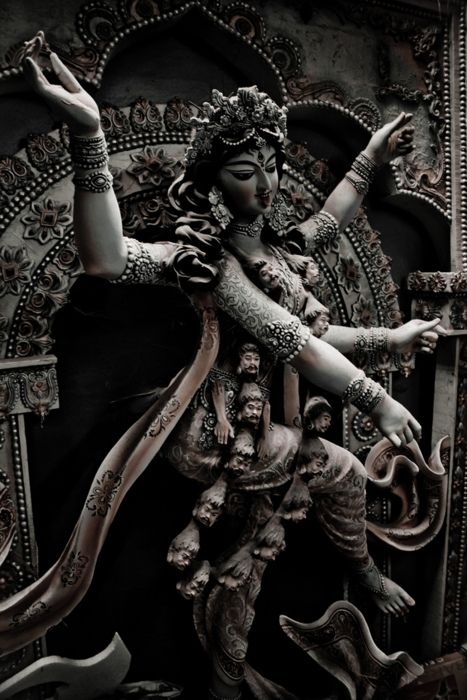 arms      art      goddess      heads      hinduism      kali      statue