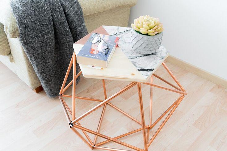 Hai bisogno di un tavolino per il soggiorno? Sei alla ricerca di un pezzo originale e ti piace lo stile nordico? Se così fosse, non perderti questo tutorial per realizzare il tuo personalissimo tavolo con tubi di rame in stile scandinavo.  Questo tavolino fai da te riunisce tre caratteristiche dello stile nordico: geometria, combinazione