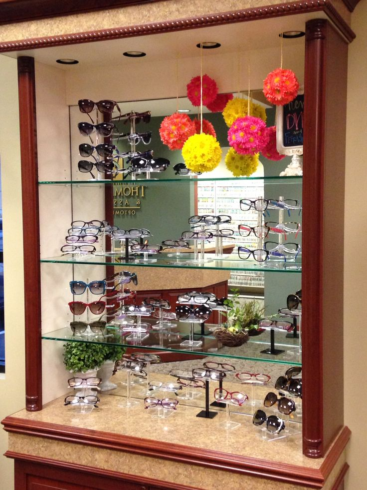 10 Images About Merchandising Spring Summer Displays On