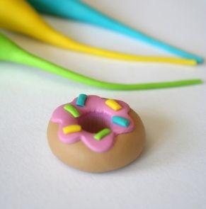 Mignardises en pâte Fimo - Macarons, religieuses, donuts