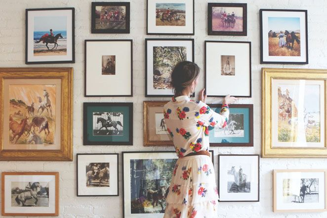 Art arrangements. Home of fashion designer Gabriela Hearst. Classic design pieces are mixed delightfully with bohemian influences. Photo: Tales Of Endearment