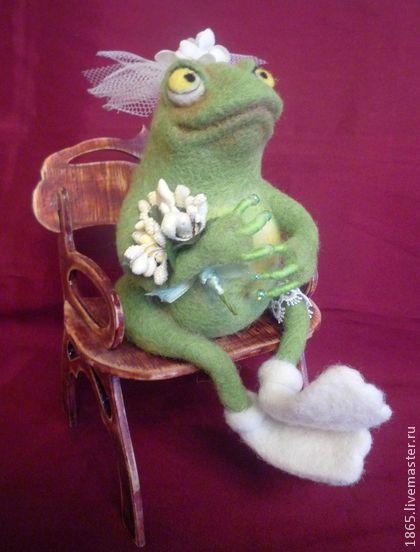 Лягушка-невеста - оливковый,зеленый,лягушка,лягушка игрушка,Сухое валяние