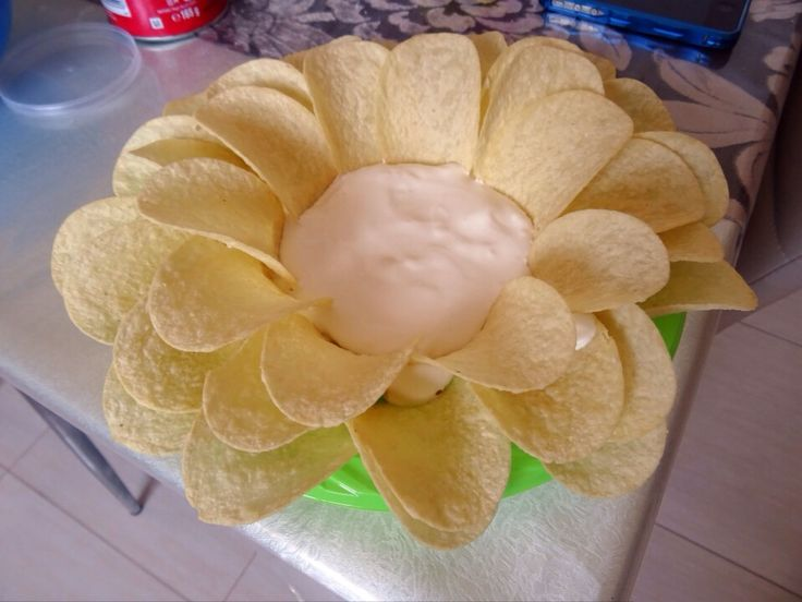 """Πατατάκια Pringles με sauce sour cream σε σχήμα """"μαργαρίτα"""" 🌼 (flower birthday party chips with sour cream)"""
