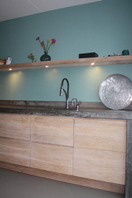 Whitewash Koak keuken Ikea kasten met eiken houten fronten en robuust betonnen blad2