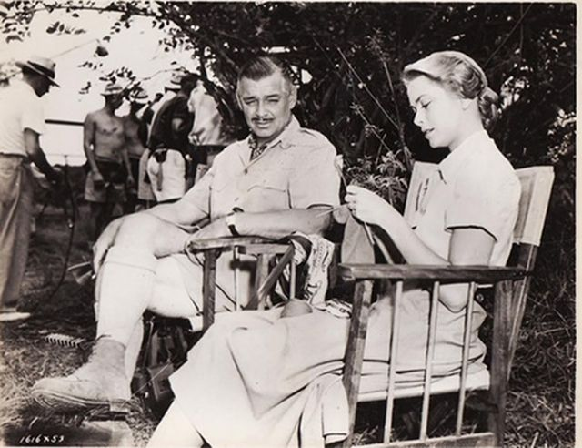 Clark Gable is so impressed by Grace Kelly knitting.Knits People, Celebrities Knitter, Princesses Grace, Famous Knitter, Clark Gables, Grace Kelly, Celebrities Knits, People Knits, Kelly Knits